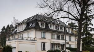 Эксклюзивная двухуровневая квартира с садом в районе Берлин-Целендорф