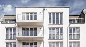 柏林利滕贝格带屋顶露台的一室公寓出售